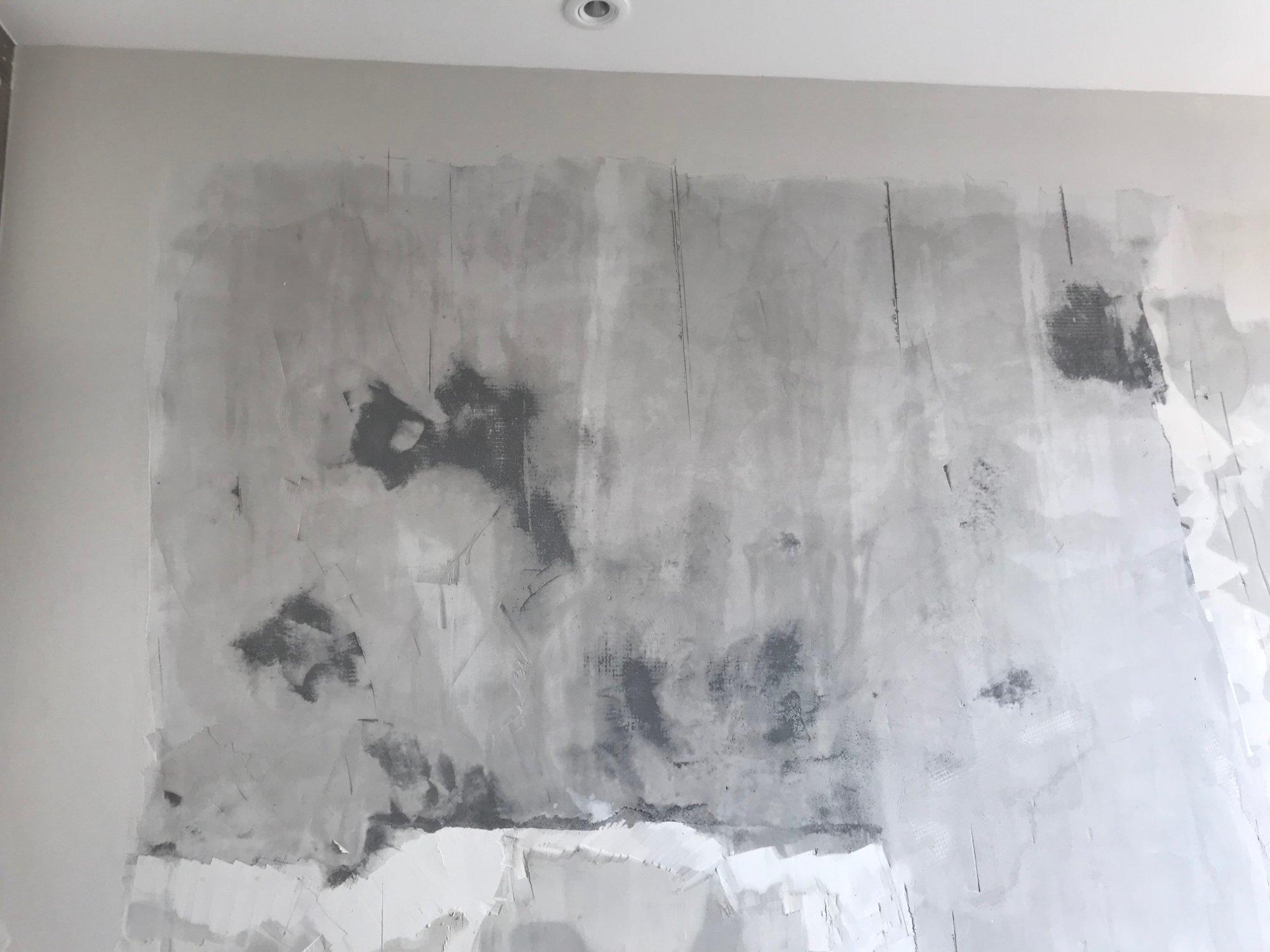 乳胶漆铲除后发现里面发黑,这是不是发霉?