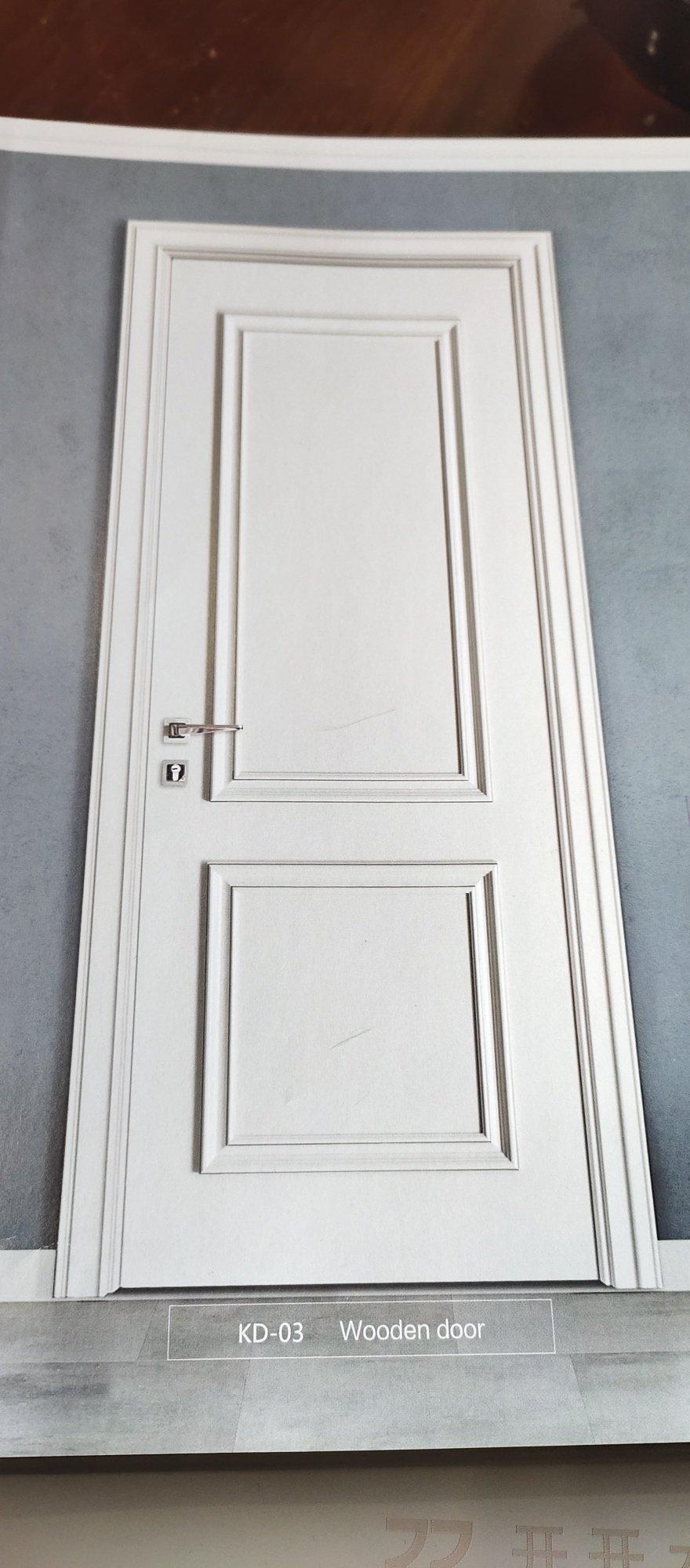请大家指点灰色的房间门,客厅是深色家具,能搭配吗