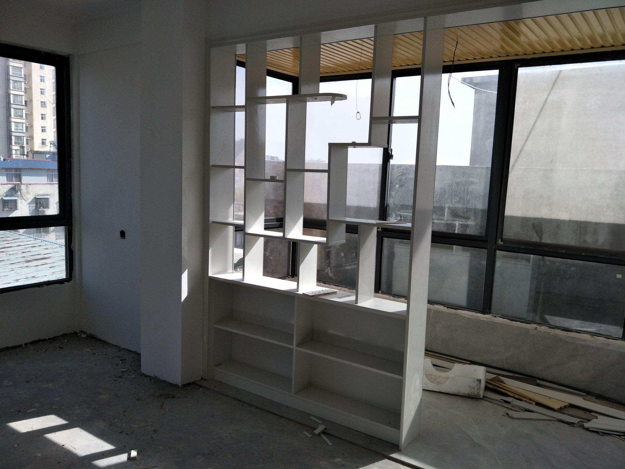 客厅主卧阳台怎么设计?这间没有电视墙