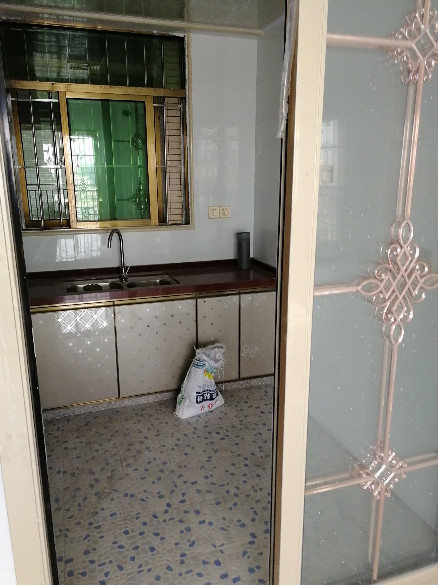 我四房二厅二卫生间改成二套二房一厅,要多少钱装修