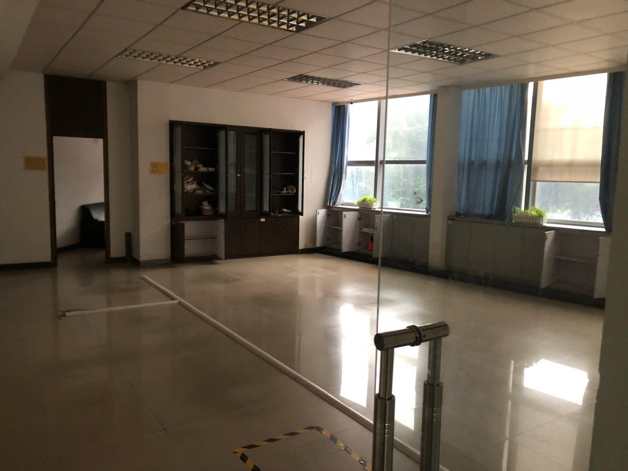 180平米 办公室翻修 轻钢龙骨 加 石膏板 吊平顶 包工包料大概多少
