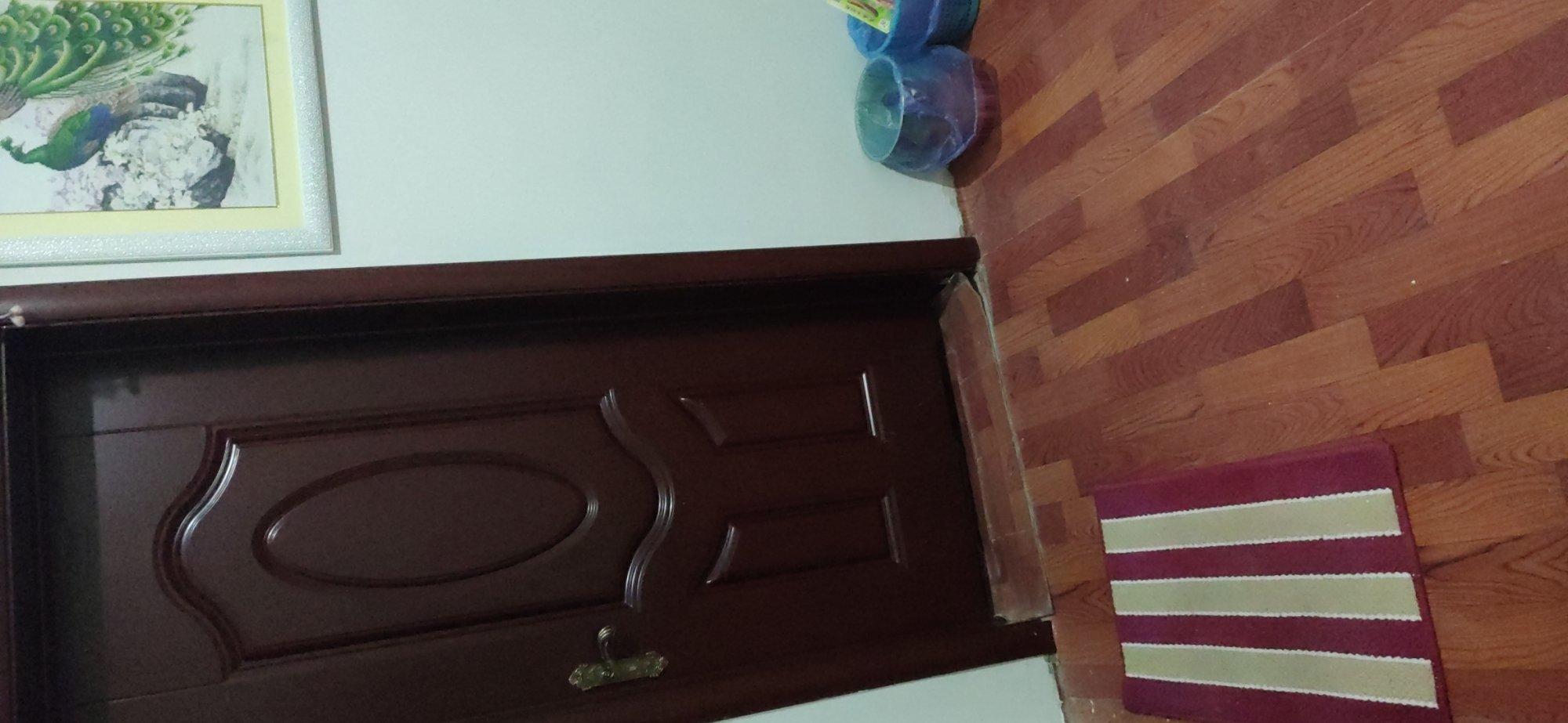 我家想弄木地板,门是桃红色的,弄木地板要弄什么颜色的好,看起来大气,舒服