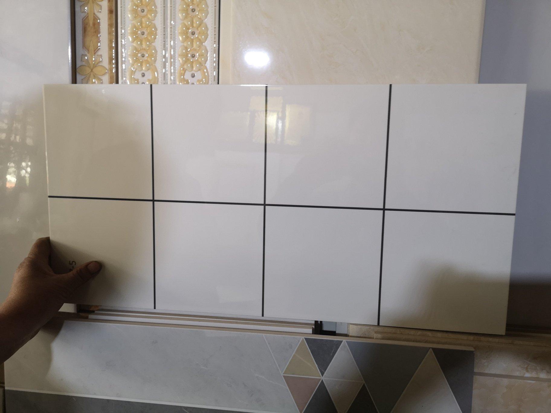 用这种瓷砖贴厨房和阳台,显空间大吗?