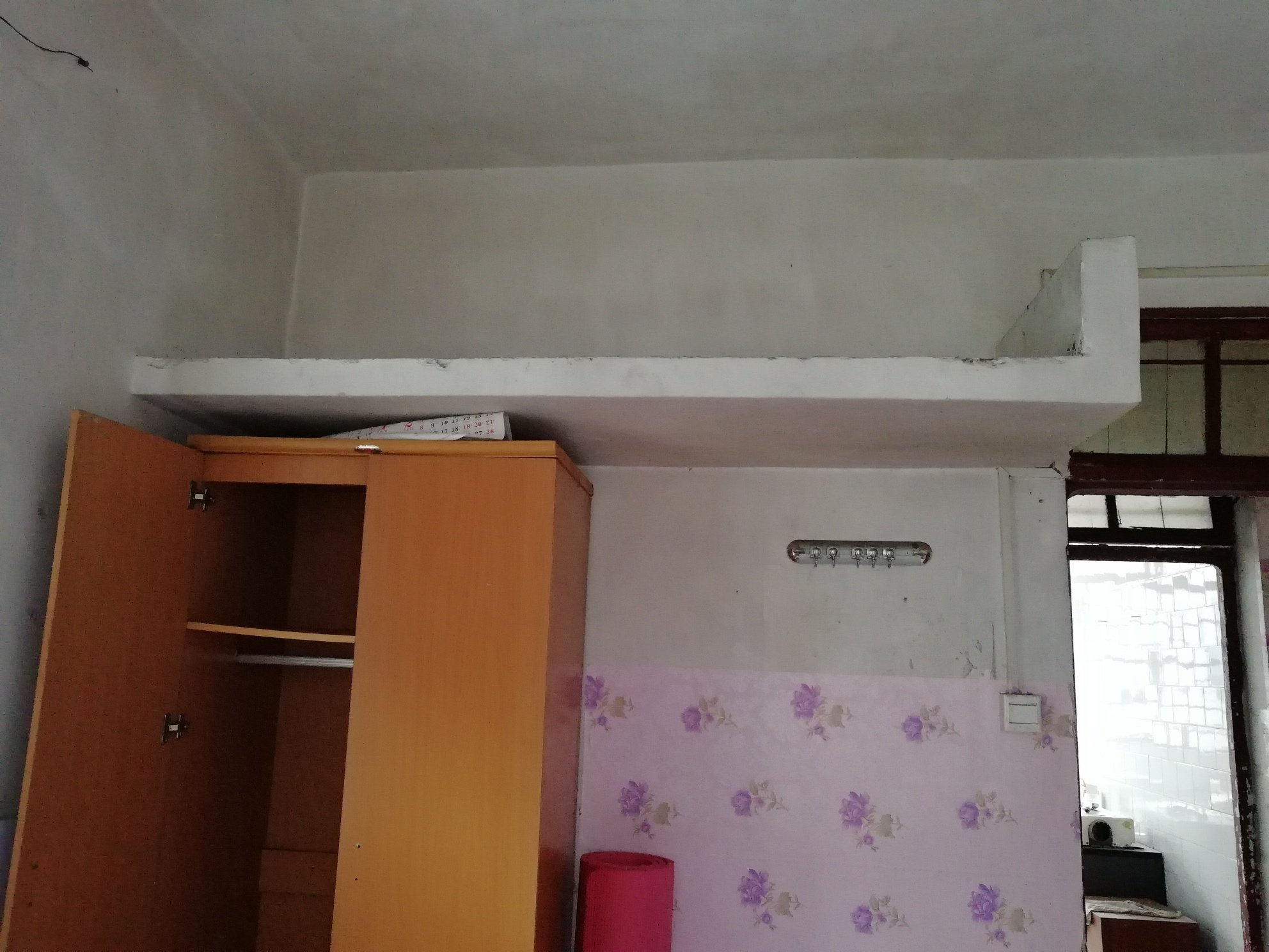 各位大师,2楼的这个平板拆除后,4楼的住户说导致他们的房间出现了新裂痕。 是拆除