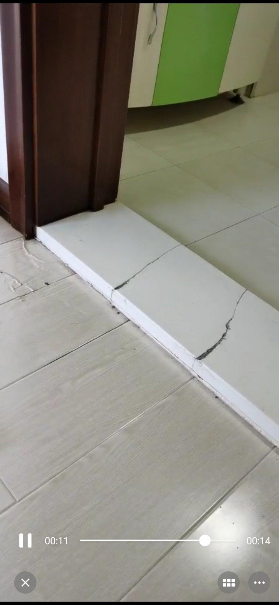 卫生间门口和门不想拆,怕被破坏,可以更换卫生间过门石吗?浸水的地板如何更换呢?