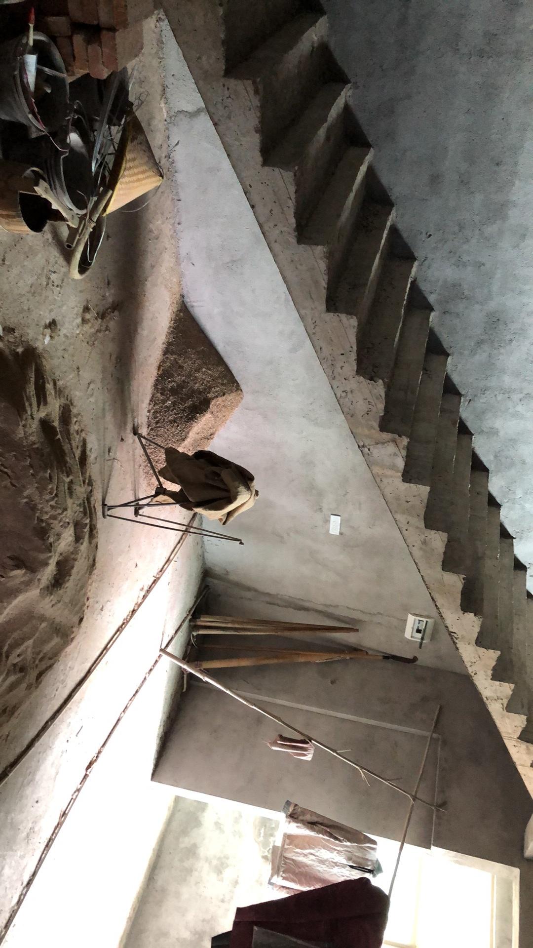 客厅里面有个楼梯这么装修