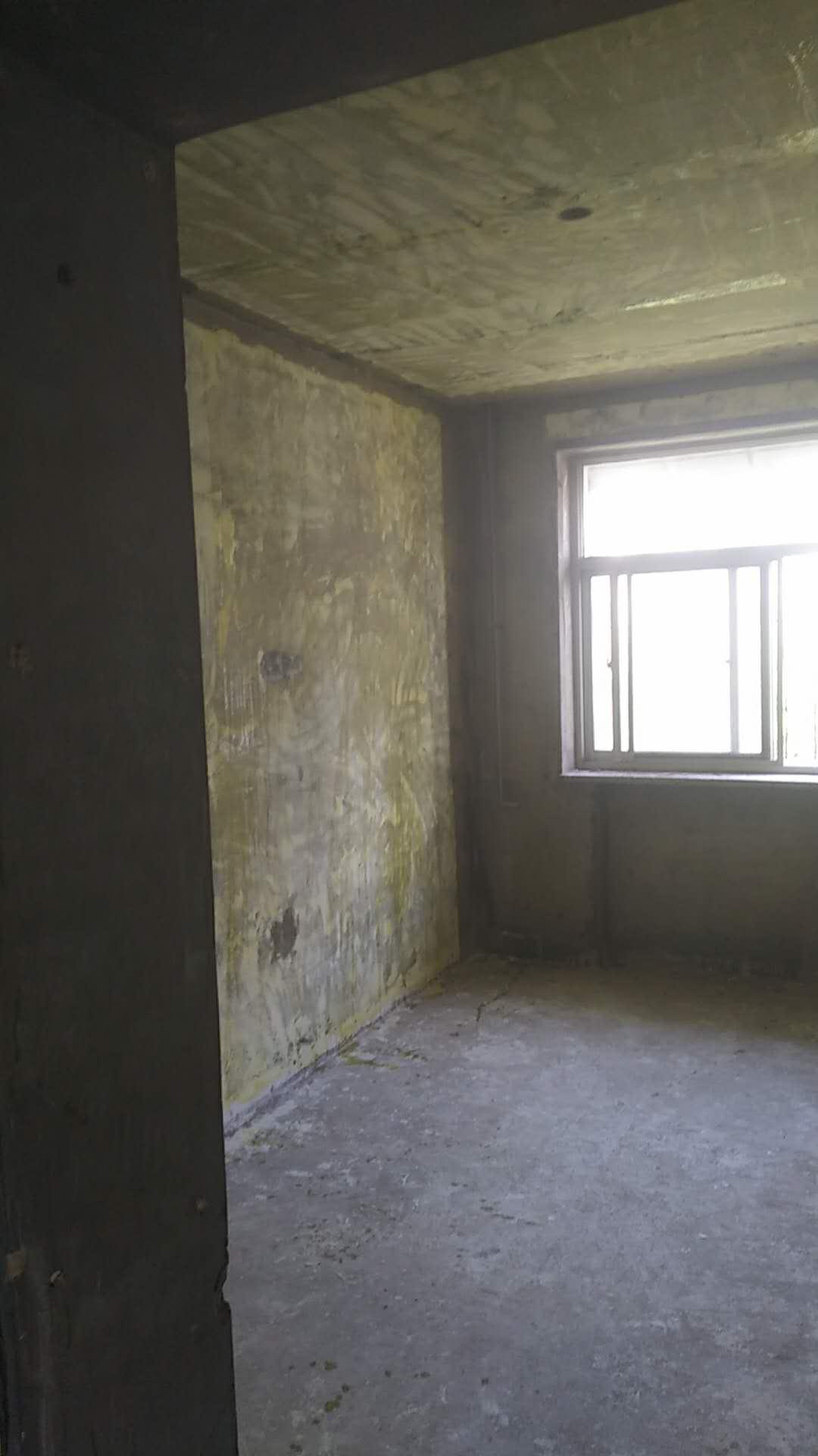 请问二手房改造,铺地暖和用砖封墙上的暖气洞,应该先进行哪一项?