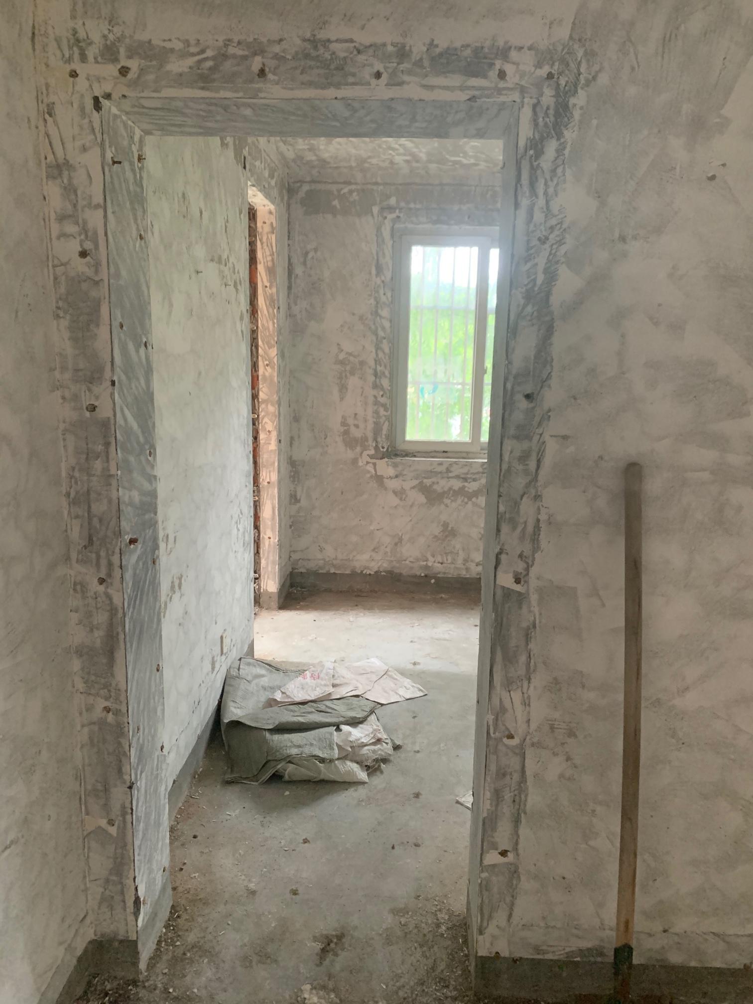 第一个是原门,想要堵上,在次卧墙上开个门