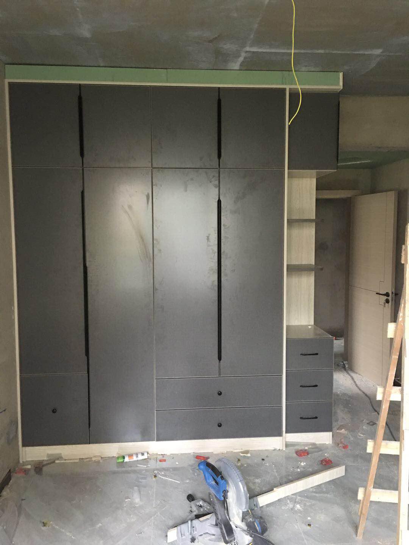 灰色柜门搭配什么墙体颜色好看?求问求问。