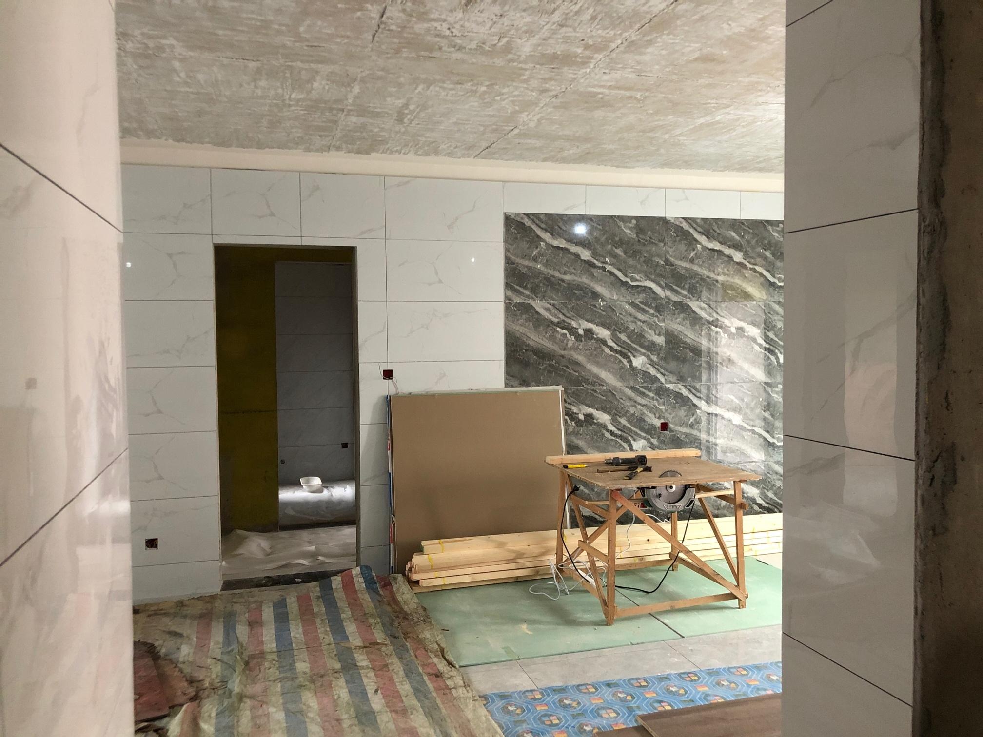客厅墙面贴瓷砖如何挽救!