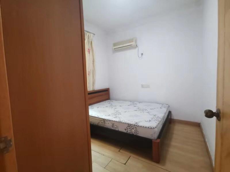 两个房间需要敲掉瓷砖重新贴过,一间房9平方,一间房16.5平方。需要多少钱?