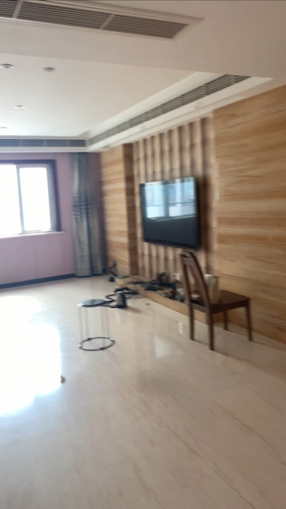 二手房简单翻新一下、电视墙改一下、墙纸换一下、其他的不动