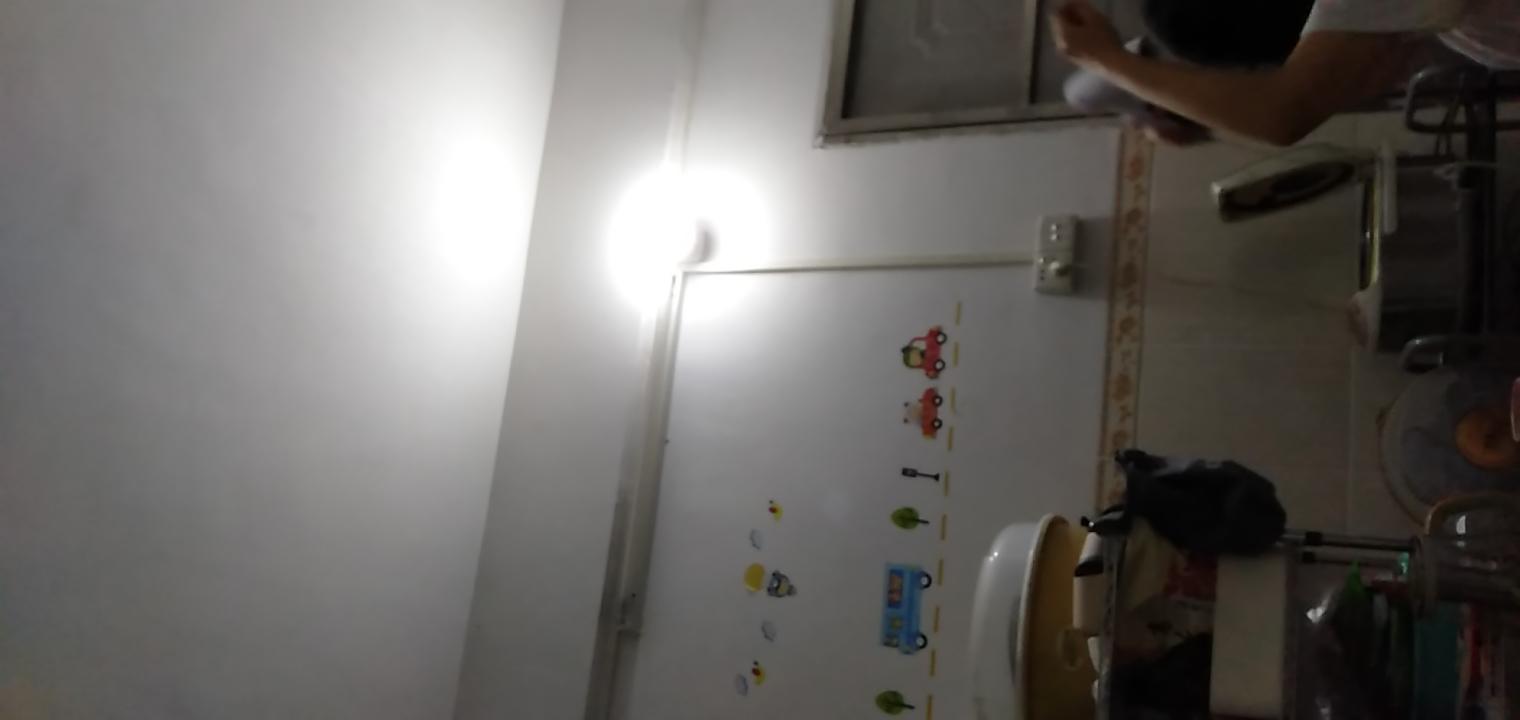 这种灯管换成吸顶灯,要挖线槽要这么弄