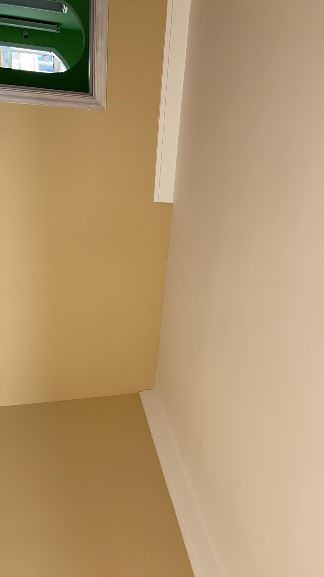请问已经安装在墙上的石膏线如何切割,因为要放大衣柜,尺寸不对,请大神指点🙏