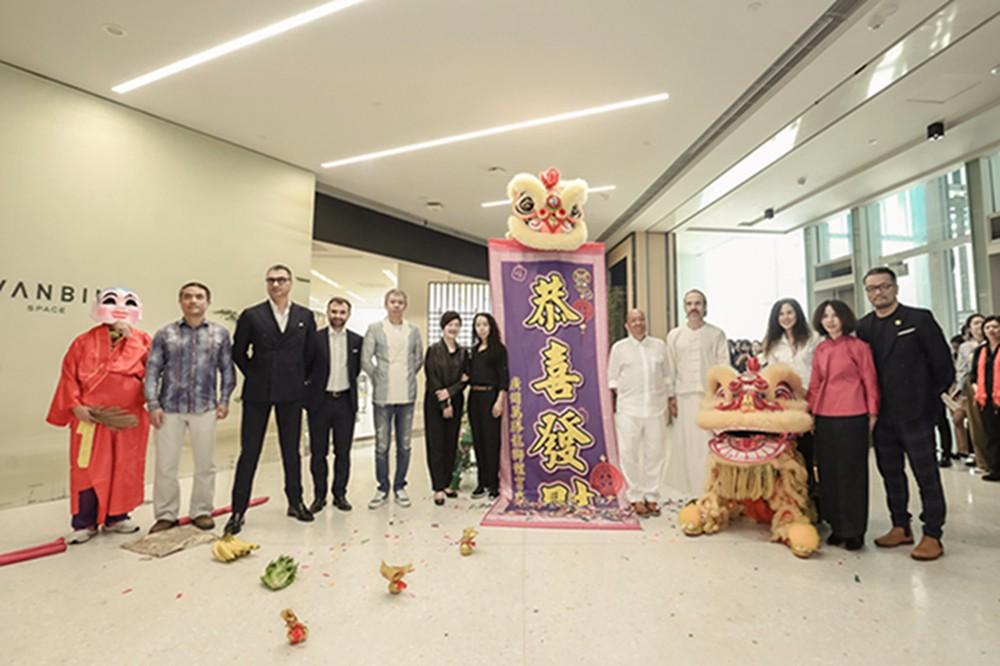 卢志荣全球最具规模艺术馆暨《物之内》作品展在国际艺展中心启幕