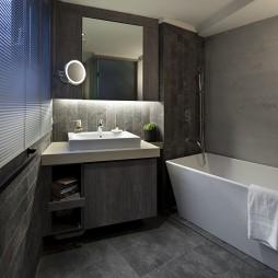 经典简约四居卫生间浴缸装修效果图