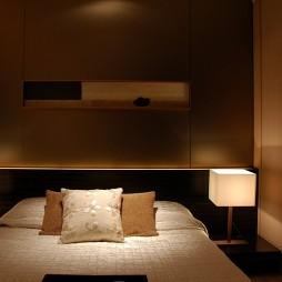 混搭卧室隐形门衣柜装修效果图