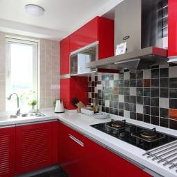 2017现代风格L型小面积家居厨房红色橱柜装修图片