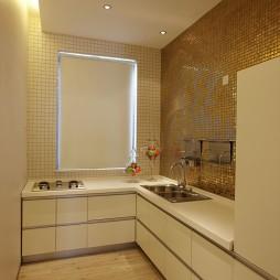 现代风格L型小面积家居厨房金黄色瓷砖墙壁装修效果图片