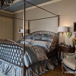 美式风格经典时尚别墅主人房卧室装修效果图片