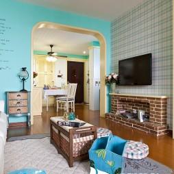 家装二居室简约清新客厅壁炉壁纸电视墙设计
