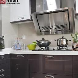 2017现代风格整体紫色橱柜厨房装修效果图
