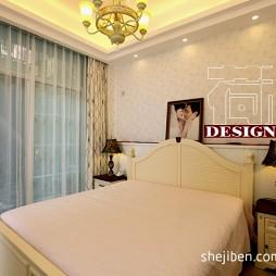 田园风格复式80后婚房夫妻卧室花纹壁纸窗帘装修效果图