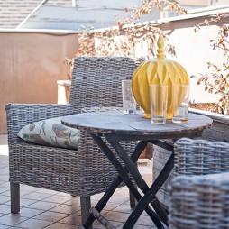 2017现代风格别墅室内露天休闲阳台藤椅装修效果图片