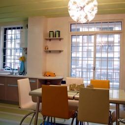 小户型餐厅厨房连体吊顶墙面置物架瓷砖背景墙设计