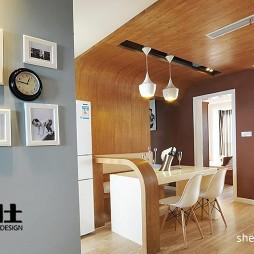 三居室现代餐厅实木不吊顶背景墙小隔断相片墙装修效果图