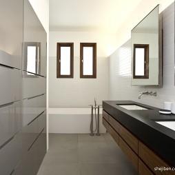 2017现代风格别墅新房卫生间洗手台浴缸装修效果图