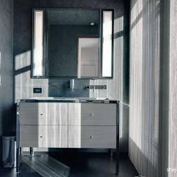 现代风格别墅实用家装卫生间灰色墙纸洗手台镜子装修效果图