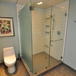 现代风格淋浴房防滑地砖装修效果图