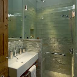 现代风格卫生间玻璃隔断淋浴房装修效果图