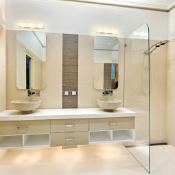 现代风格3室1厅简易卫生间玻璃隔断装修效果图