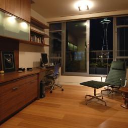 现代风格三室一厅书房书柜装修效果图