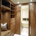 2017现代风格三室一厅封闭式简易实木衣帽间装修效果图片