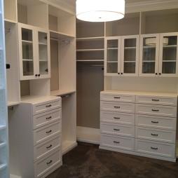 2017现代风格三室一厅时尚嵌入式衣帽间衣柜装修效果图片