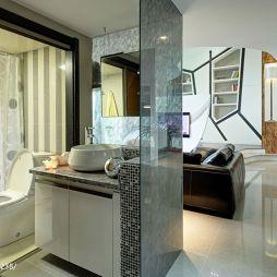 现代风格卫生间洗手柜玻璃隔断效果图