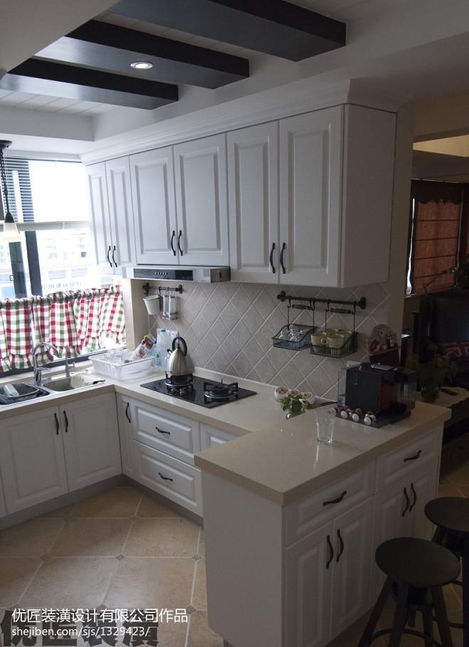 美式厨房白色调橱柜装修效果图