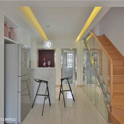 现代简约玻璃楼梯装修图