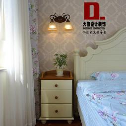 混搭风格卧室床头柜设计