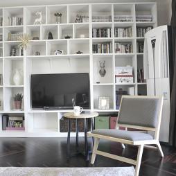 二居室现代休闲区书柜装修效果图