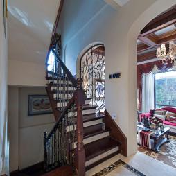 美式样板间楼梯装修设计