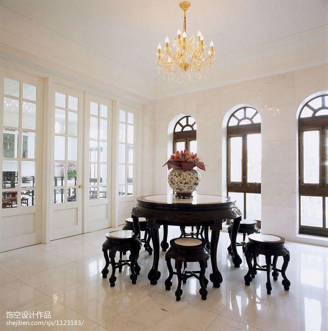 现代法式别墅餐厅窗户装修效果图