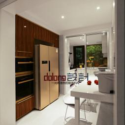 现代风格厨房推拉门装修设计