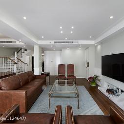 素颜简美复式客厅沙发不靠墙装修效果图
