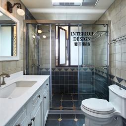 简约美式卫生间玻璃门隔断效果图