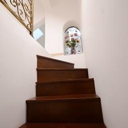 美式乡村楼梯装修设计