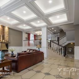 别墅美式客厅沙发不靠墙摆放设计